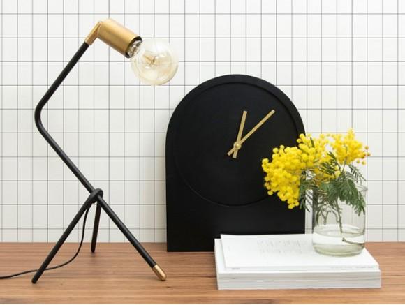 Lámpara de sobremesa de metal con detalle de latón auténtico Klara