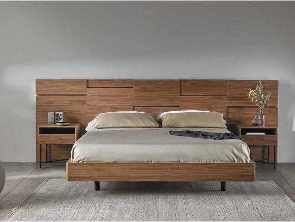 Dormitorio con cabecero de madera Liin con mesitas de noche Etymon