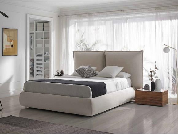 Dormitorio con cabecero tapizado Hodei con mesitas de noche Pool y Cava