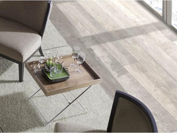 Mesa auxiliar con bandeja de madera chapada en nogal y pies tijera de acero cromado 2034 de Ángel Cerdá