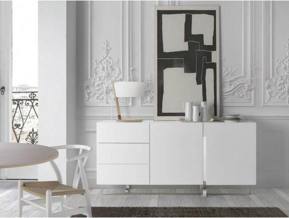 Aparador lacado en blanco brillo con pies y detalles de acero cromado 3051 de Ángel Cerdá en Mobel 6000