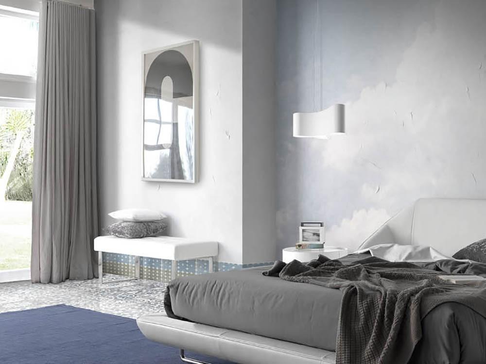 Banqueta descalzadora 5000 con pies de acero cromado, tapizada en polipiel blanca de la colección Harmony de Ángel Cerdá