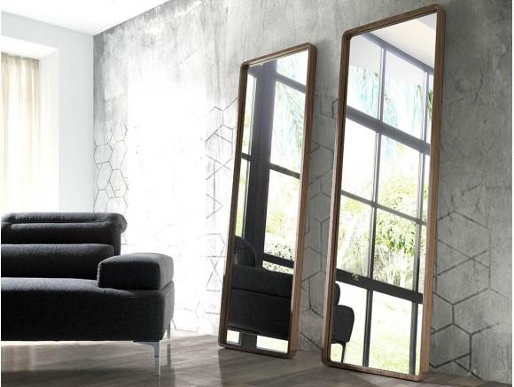 Espejo de pie con marco chapado en nogal natural 3036 Harmony de Ángel Cerdá en Mobel 6000