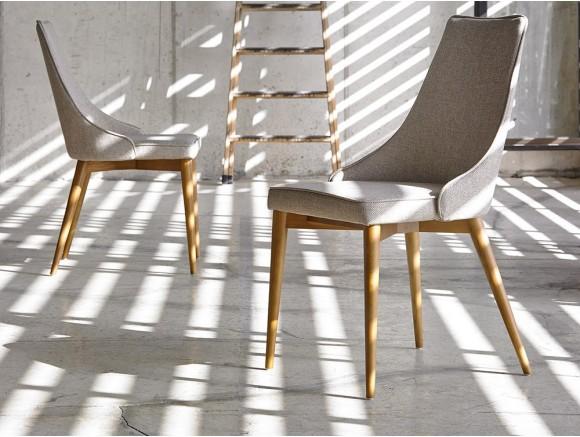 Silla con estructura de madera y asiento tapizado en textil 4032 Harmony de Ángel Cerdá