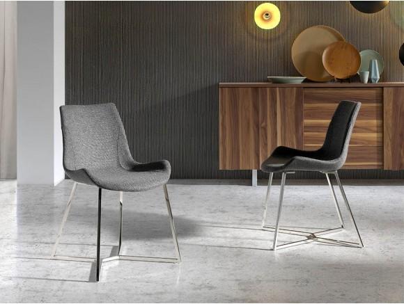 Silla de diseño con pies de acero cromado y asiento tapizado en textil 4009 Harmony de Ángel Cerdá