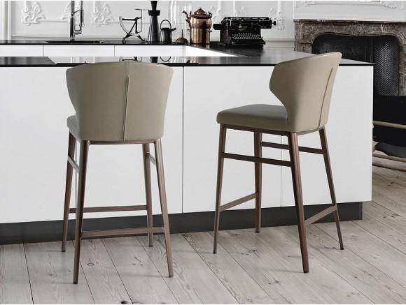 Taburete alto con pies de acero lacado en bronce y asiento tapizado en piel sintética 4000 Harmony Angel cerdá