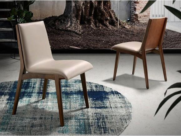 Silla con estructura de madera en acabado nogal y asiento tapizado en piel sintética 4070 de Ángel Cerdá