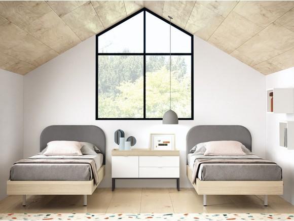 Dormitorio con dos camas con cabezal tapizado y zona de estudio Stay