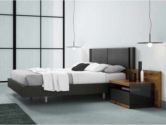 Dormitorio con cabecero Hermes tapizado y mesitas de noche Lyon cristal Diversa de mesegué