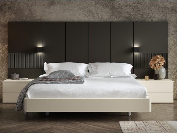Dormitorio con cabecero free alto con focos y dos mesitas recto Diverso de Mesegué