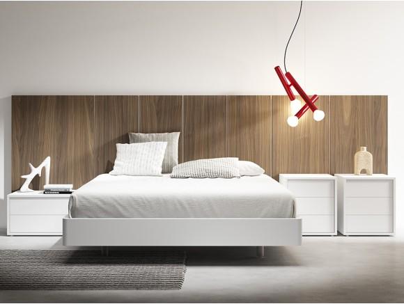 Dormitorio con cabecero free en nogal y dos mesitas Trazo Diverso de Mesegué
