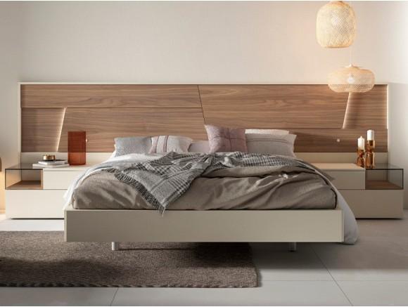Dormitorio con bañera, cabecero collage en nogal y dos mesitas de noche box Diversa de mesegué
