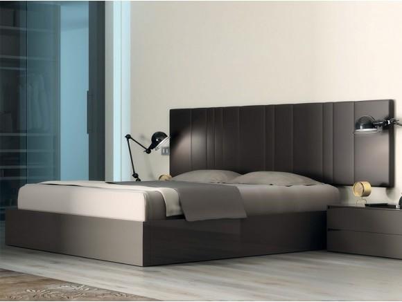 Dormitorio con cabezal de...