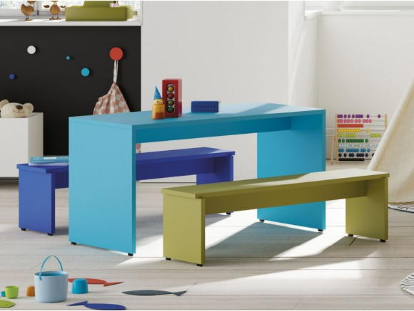 Mesa infantil con bancos Pukka